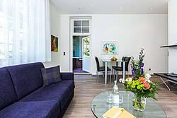 Wohnbereich der Ferienwohnung 01 in der Villa Höger