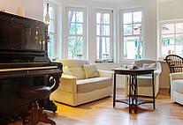Wohnzimmer der Ferienwohnung 02 im Landhaus Victoria