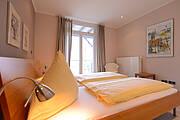 Bett in der Ferienwohnung 13 der Villa Wagenknecht