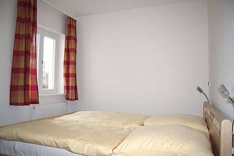 Schlafzimmer in der Ferienwohnung 01 der Villa Wagenknecht