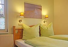 Schlafzimmer der Ferienwohnung 02 im Landhaus Victoria