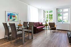 Wohnzimmer der Ferienwohnung 05 in der Villa Höger