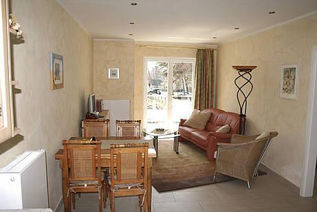 Wohnzimmer der Ferienwohnung 05 in der Villa Wageknecht